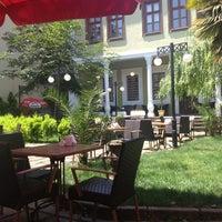 6/2/2013 tarihinde EZGi N.ziyaretçi tarafından Mimarlar Odası Bahçe Cafe & Restaurant'de çekilen fotoğraf