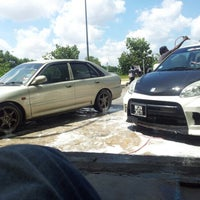 Photo taken at Macha Snow Carwash by Fadli A. on 1/6/2013