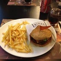 Photo taken at Eddie Fine Burgers by Pedro Henrique G. on 4/29/2013