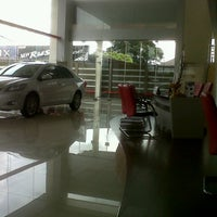 Photo taken at AUTO 2000 TOYOTA Abian Tuwung Kediri Tabanan by Gunawan A. on 1/5/2013