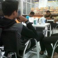 Photo taken at Indomaret by Gunawan A. on 11/20/2012