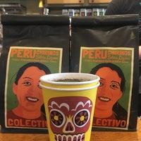 1/14/2018 tarihinde Mandy B.ziyaretçi tarafından Colectivo Coffee Roasters'de çekilen fotoğraf