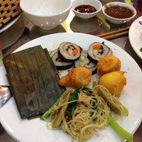 Photo taken at nhà hàng chay Hương Sen by Pupu L. on 8/25/2014