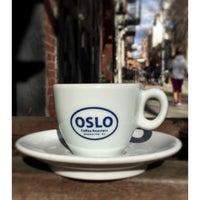 4/4/2015 tarihinde Scott E.ziyaretçi tarafından Oslo Coffee Roasters'de çekilen fotoğraf