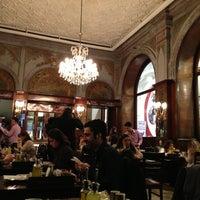 2/18/2013 tarihinde Madeleine Z.ziyaretçi tarafından Yemek Kulübü'de çekilen fotoğraf