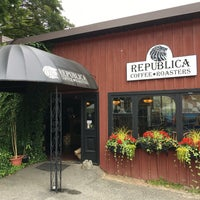 Photo taken at Republica Coffee Roasters by William L. on 8/8/2016