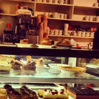 Foto tirada no(a) The Hungarian Pastry Shop por Arc Z. em 1/1/2013