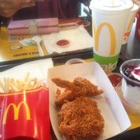 Photo taken at McDonald's / McCafe by fatiyah a. on 4/3/2018