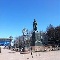 Снимок сделан в Пушкинская площадь пользователем Inna R. 4/29/2013