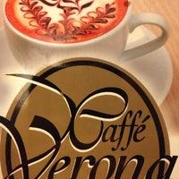 Foto tomada en Café Verona por Benja C. el 12/19/2012