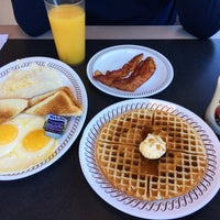 Photo taken at Waffle House by Shaghayegh P. on 10/9/2016