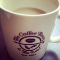 Photo taken at The Coffee Bean & Tea Leaf by Ronalda P. on 12/27/2012
