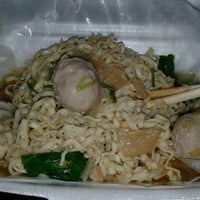 Photo taken at Mie Ayam Mie Le by Ema K. on 12/16/2012