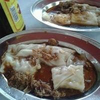 Photo taken at Kedai Kopi dan Makan Seong Kee (祥记饱饺点心茶餐室) by Miikael T. on 12/24/2012