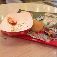 Foto tirada no(a) KFC por Fariz A. em 5/28/2014