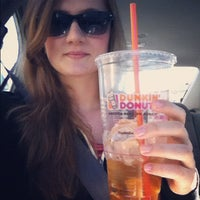 Photo taken at Dunkin' Donuts by Heloisa D. on 11/18/2012