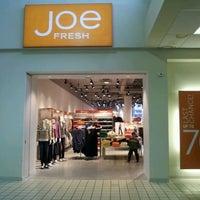 Photo taken at Joe Fresh by Roberto C. on 1/28/2012