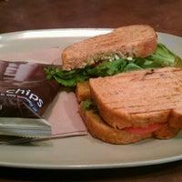 รูปภาพถ่ายที่ Panera Bread โดย Vivek เมื่อ 5/20/2012