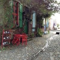 Foto tomada en Vino Şarap Evi por Salih C. el 1/21/2013