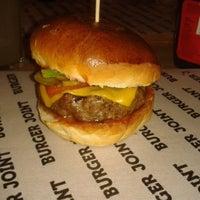 3/8/2013 tarihinde Irmak D.ziyaretçi tarafından Burger Joint'de çekilen fotoğraf