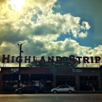 Photo prise au The Highland Strip par Logan le4/18/2016