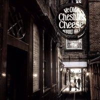 Photo taken at Ye Olde Cheshire Cheese by Chris K. on 3/1/2014