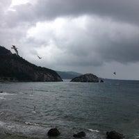 Photo taken at Hoynat Adası by Cana Totrakan C. on 7/1/2013
