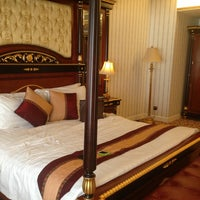 Photo taken at Waldo Hotel 華都酒店 by Thep L. on 1/19/2013