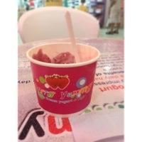 Das Foto wurde bei Berry Yummy Italian Yogurt von Anne O. am 9/13/2013 aufgenommen