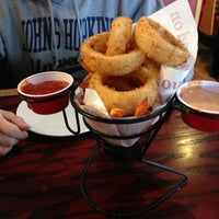 Photo taken at Red Robin Gourmet Burgers by H on 3/3/2013