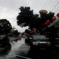 Photo taken at Pusat Oleh-Oleh Khas Semarang by Massaputro D. on 2/2/2014