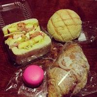12/18/2012 tarihinde Kittie P.ziyaretçi tarafından Mozart Bakery & Cafe'de çekilen fotoğraf