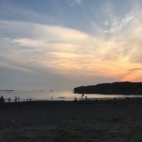 Photo taken at 旗津海水浴場 Cijin Beach by Chiyen K. on 8/26/2017