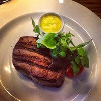 Снимок сделан в Sophie's Steakhouse & Bar пользователем Isabelle M. 6/21/2013