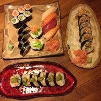 Снимок сделан в Oto Sushi пользователем Viltė Š. 8/4/2017