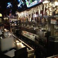 Foto tomada en Lodo's Bar And Grill por Carley J. el 12/21/2012