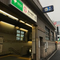 Photo taken at Oedo Line Higashi-nakano Station (E31) by txuyosi on 6/26/2017