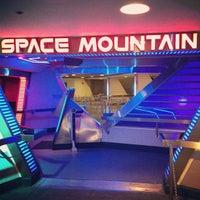 4/13/2013 tarihinde Jordie P.ziyaretçi tarafından Space Mountain'de çekilen fotoğraf