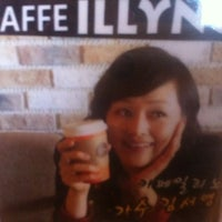 Photo taken at Caffe Illyno by Alan kwak(곽경욱) on 2/21/2013