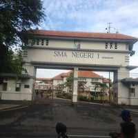 Photo taken at SMA Negeri 1 Semarang by Dipo R. on 1/24/2013