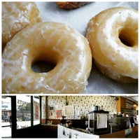 Foto tirada no(a) Donuts with a Difference por Chris C. em 8/16/2015