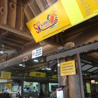 Photo taken at Restoran Sate Kajang Haji Samuri by Farid S. on 4/15/2013