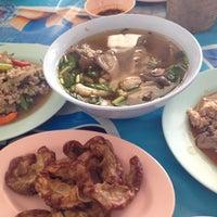 Photo taken at ลาบหมูแม่สำลี by Vorachet S. on 11/4/2012