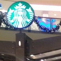 Das Foto wurde bei Starbucks von Jason R. am 12/13/2012 aufgenommen