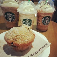 Foto tirada no(a) Starbucks por Amanda R. em 12/15/2012