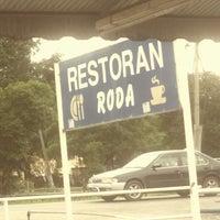 Photo taken at Restoran Roda by Asyraf A. on 12/27/2014