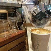 Foto tirada no(a) Café Integral por HJ K. em 8/13/2014