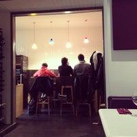 Photo prise au Une Cuisine en Ville par Naomi I. le4/27/2013