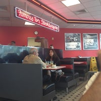 Photo taken at Steak 'n Shake by 💕Gigi S. on 4/28/2013