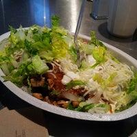 3/12/2013 tarihinde Erica H.ziyaretçi tarafından Chipotle Mexican Grill'de çekilen fotoğraf